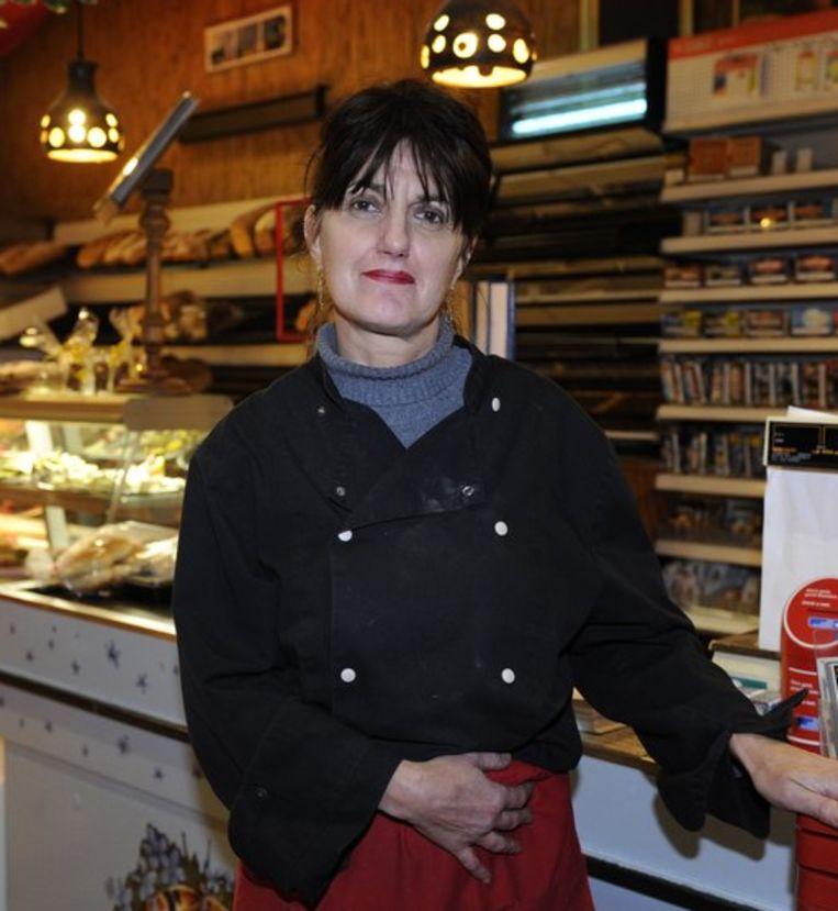 De vrouw van Bosman, Carina, in hun levensmiddelenzaak 't Kepels Winkelke. Beeld anp