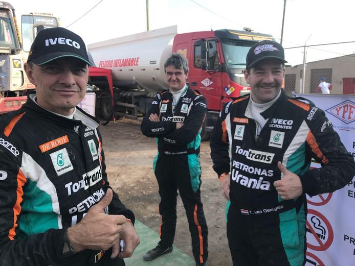 Archiefbeeld Ton van Genugten, monteur Bernard der Kinderen en navigator Peter Willemsen (vrnl) tijdens de Dakar Rally van vorig jaar.