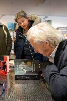 Siebelink signeert zwierig zijn boeken, van Doetinchem tot Nijmegen en Velp