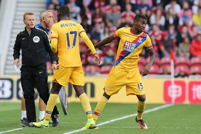 Jonathan Benteke mag invallen voor Christian Benteke in het shirt van Crystal Palace.