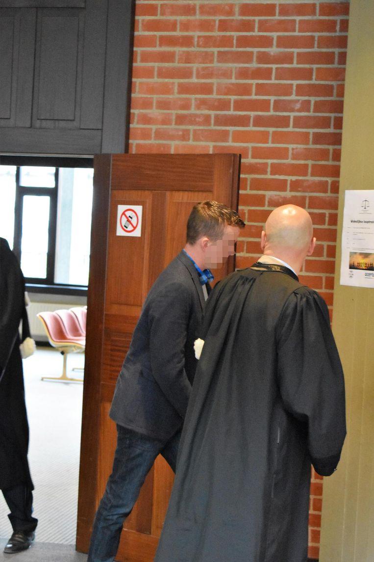 Leerkracht Bryan I. bij het verlaten van de rechtszaal.