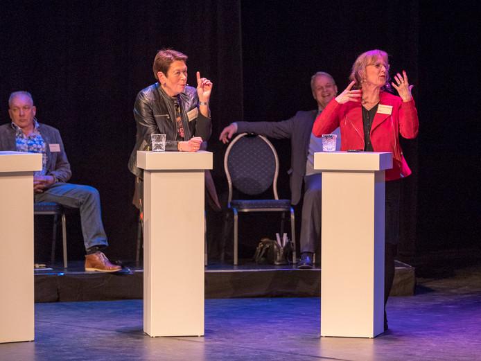 Ank de Groot (RijnGouweLokaal) en Bernadette Wolters (PvdA) met achter hen René Driesen en André de Jeu.