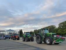 Tientallen protesterende boeren rijden met tractoren rondje centrum Breda