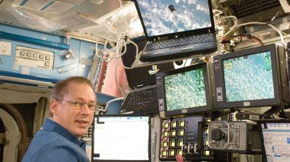 9 tips van astronauten Dirk Frimout en Frank De Winne over hoe je kunt samenleven op een zakdoek