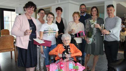 """Martha viert 108ste verjaardag in woonzorgcentrum De Haagwinde: """"Altijd levensgenieter geweest"""""""
