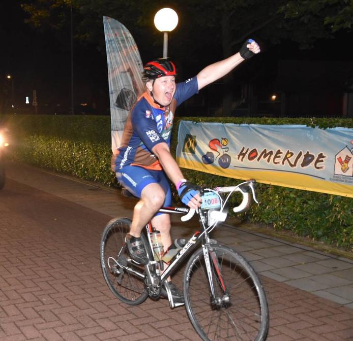 Een Homeride-deelnemer arriveert bij 'checkpoint Zwolle'. Eigen foto