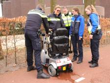 Vrouw komt in Veenendaal met scootmobiel in water terecht