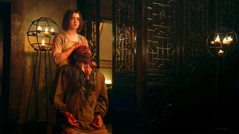 Arya snijdt de keel van Meryn door. Beeld HBO