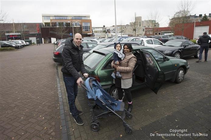 Ronald, Eva en zoontje Tobias Kuipers hoefden niet op de klok te kijken tijdens de lunch in het centrum.