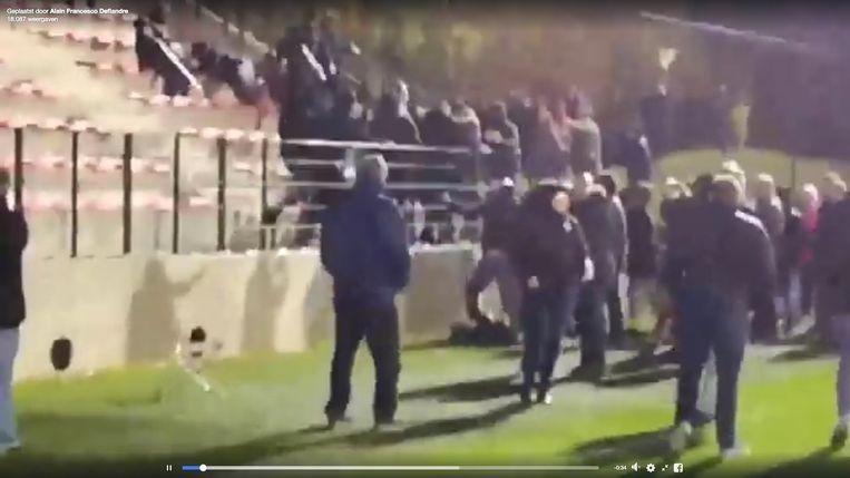Een beeld van de rellen tijdens de vrouwenvoetbalwedstrijd Standard - Anderlecht.