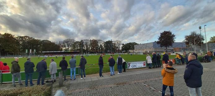 De zaterdag is in opmars bij voetbalclubs. Steeds meer verenigingen verruilen de zondag voor de zaterdag.