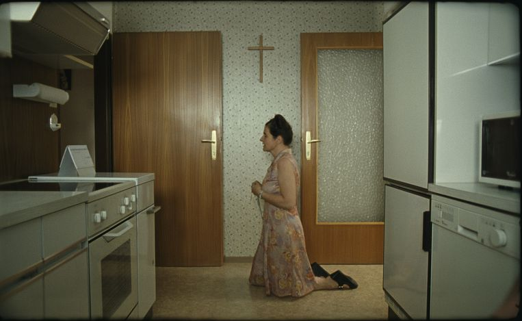 Maria Hofstätter als Anna Maria in Paradies: Glaube (Ulrich Seidl, 2012). Beeld null
