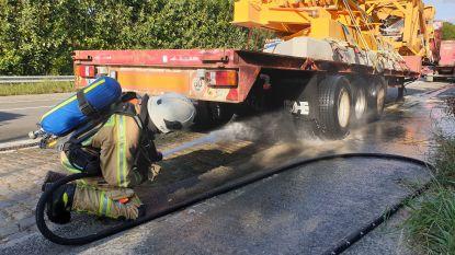 Vrachtwagen vat even vuur