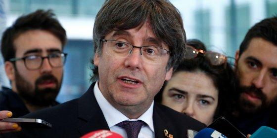 Carles Puigdemont meldt zich vrijwillig bij Brusselse onderzoeksrechter en hoeft niet naar de cel