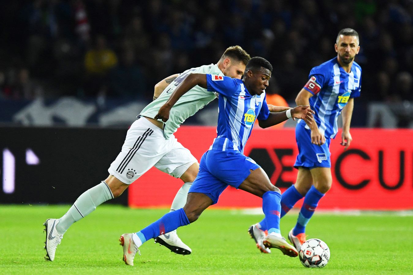 Javairo Dilrosun in actie tegen Bayern München.