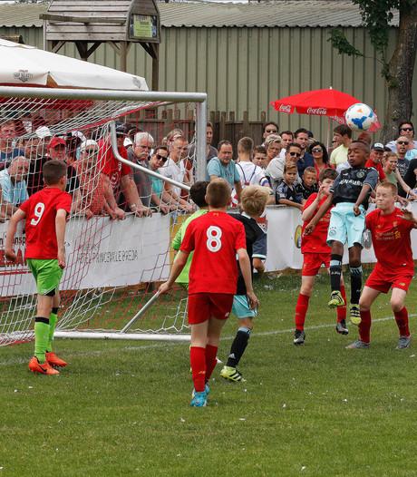 Topvoetballertjes laten zich zien in St. Willebrord
