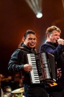 Verstandelijk beperkte Remo Schouten op podium met Wolter Kroes