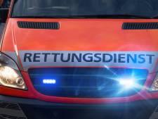 Man belt met Duitse brandweer voor medische zorg in Egmond aan Zee