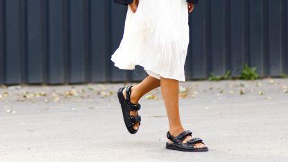 Na de 'ugly dad sneakers' zijn hier nu de 'lelijke' sandalen