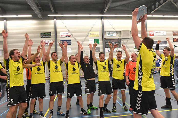 De handballers van HVW na het behalen van het kampioenschap in 2017.