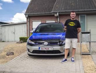 """Pittemnaar Bruno Despriet met BATMAN-1 te zien in Vanity Plates: """"Rijden in de Batmobile was een kinderdroom"""""""
