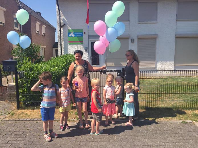 Renke en Daisy vieren op ludieke wijze de mogelijkheid voor buitenschoolse opvang
