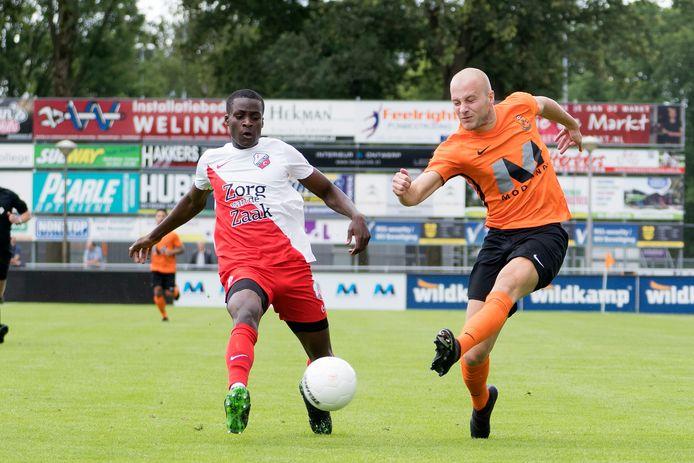 In het oranje van HHC Hardenberg, zijn nieuwe club.