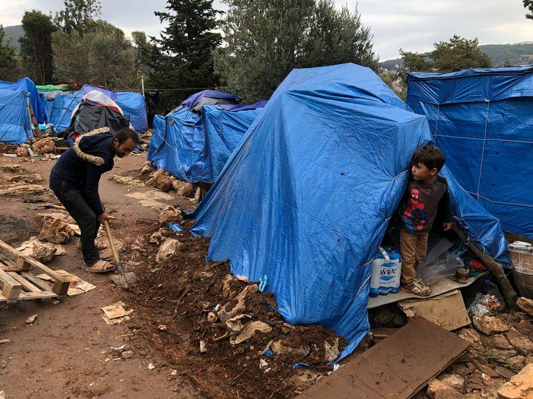 Beelden uit het vluchtelingenkamp op Samos.  Beeld Thijs Kettenis