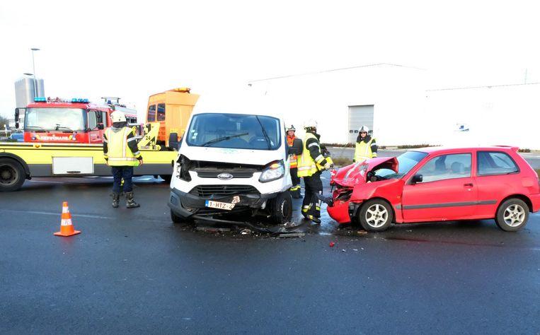 Een bestelwagen en personenwagen botsten tegen elkaar op de Pedro Colomalaan in Bornem.
