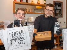 Rohan (19) en Sander (22) kunnen ondanks corona aan het werk blijven bij De Linde in Hasselt: 'Van thuiszitten word ik ongelukkig'