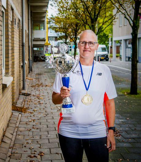 Deze 'onzichtbare' bikkels liepen toch de marathon: 'Zat ik op 25 kilometer, stond de brug open'