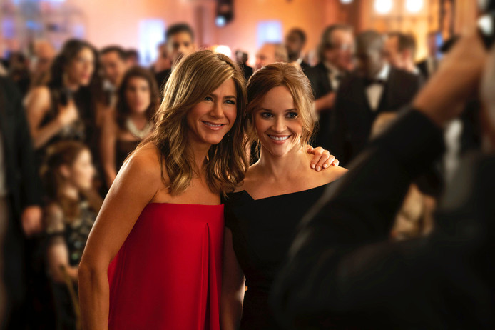 Jennifer Aniston en Reese Witherspoon in The Morning Show, één van de programma's van Apple TV+.
