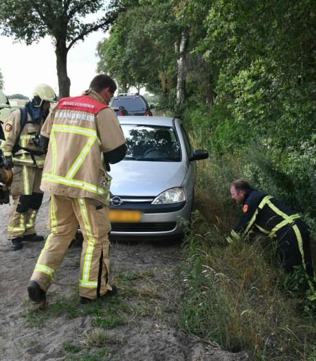 Brandstichting bij auto in bosgebied bij Het Rutbeek