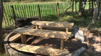 Vrijwilligers maken fietsstalling en picknickplaats