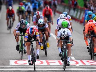 Opnieuw bingo voor Deceuninck-Quick.Step: Jakobsen sprint naar zege in slotrit Vuelta, Roglic eindwinnaar
