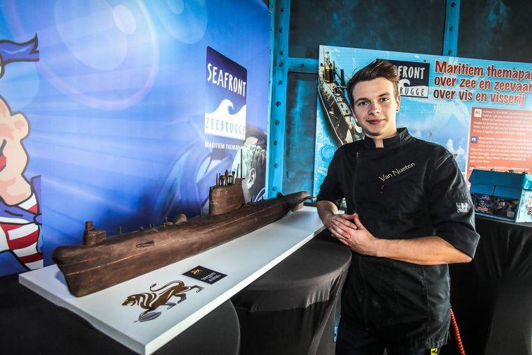 Oliver Van Nueten bij zijn versie van de Russische onderzeeër.