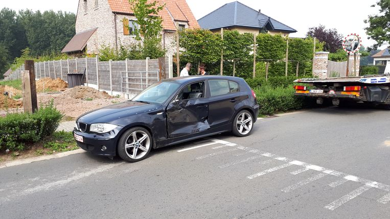 De bestuurder van de BMW werd voor verzorging overgebracht naar het ziekenhuis