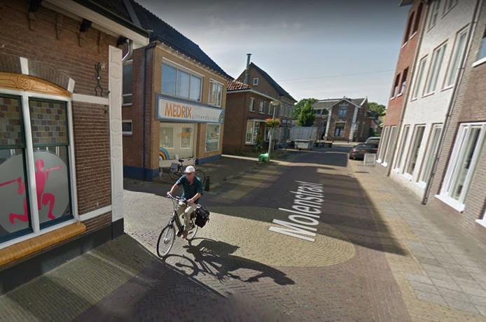 Het pand aan de Molenstraat in Putten, waar voorheen een uitzendbureau in zat, mag op de benedenverdieping tot woning worden omgebouwd.