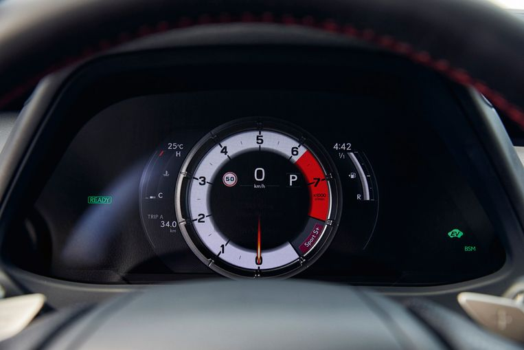 De sportuitvoering die Blik reed beschikt over meters in een 'verschuivende' ring; een gebbetje afkomstig uit Lexus' sportwagen LFA. Beeld