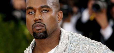 Kunstenaar onthult levensgroot standbeeld van Kanye West als Jezus