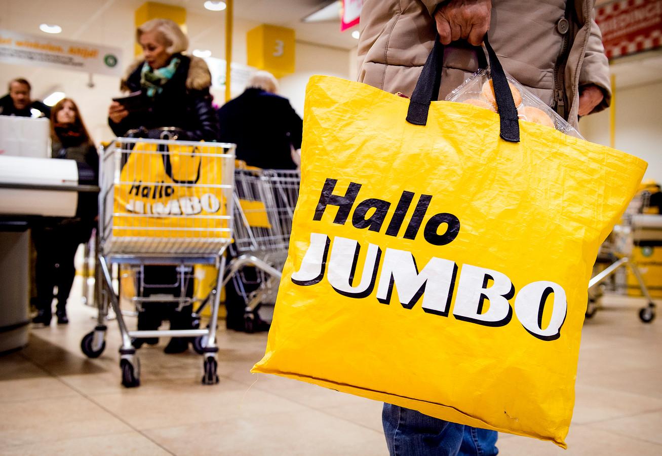 Klanten bij de kassa van supermarkt Jumbo.