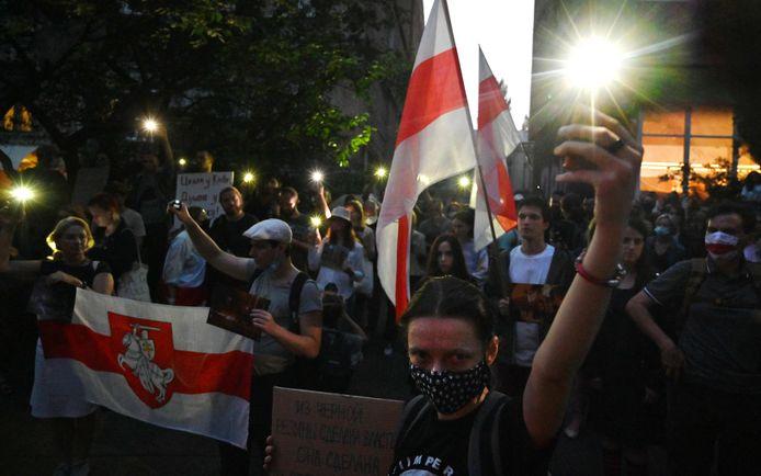 Massale demonstraties tegen het regime.