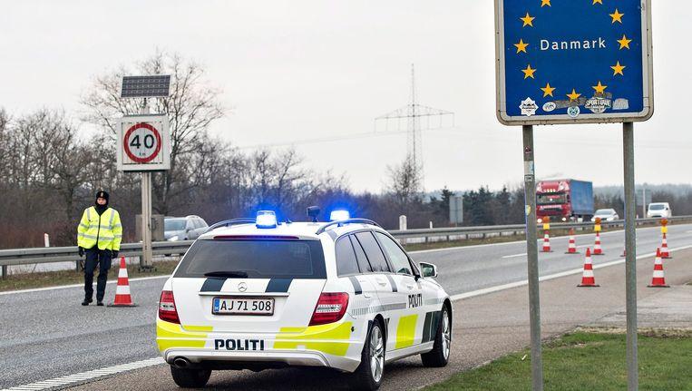 Een controle aan de Deense grens met Duitsland. Beeld epa