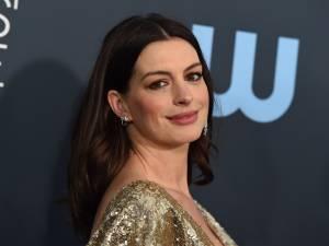 """""""On ne peut pas s'asseoir"""", Anne Hathaway révèle la règle absurde imposée par le réalisateur Christopher Nolan"""