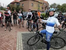 Marianne Vos werkt 'goede training' af met 35 aanhangers in haar wiel