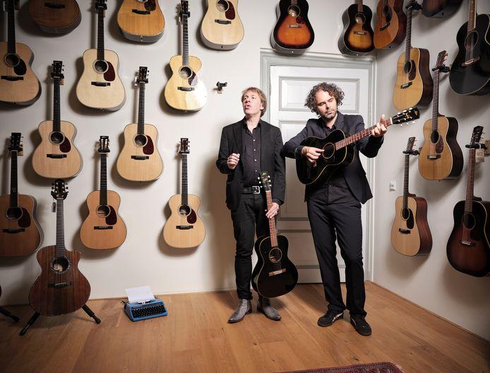 Met vriend en mede-gitaarhamsteraar Johan Borger in The Fellowship of Acoustics.