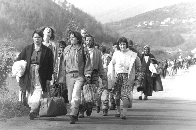 Vluchtelingen in Bosnië, 1992. Waar voor de Joegoslaven nog wel enige sympathie bestond, gold dat veel minder voor de vluchtelingen uit islamitische landen Beeld EPA