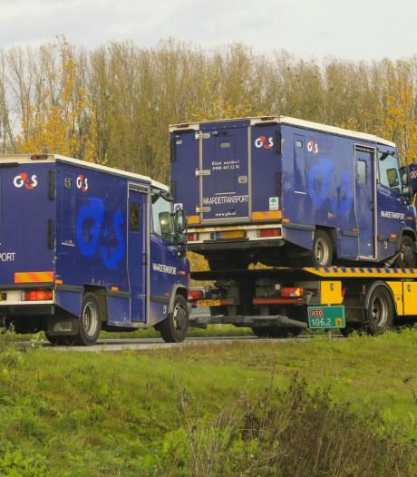Geldwagen staat met pech langs de weg in Sint-Oedenrode