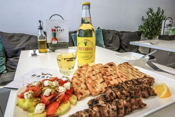 Het nationale gerecht van de Grieken staat nu op de kaart van basta!. Tip: een Retsina wijntje past er perfect bij.