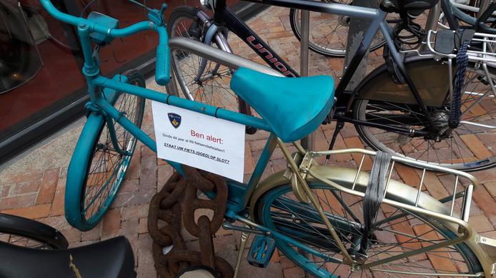 De fiets van de politie staat nu nog bij het Roselaarplein, in de loop van deze week verkast ie naar het station.
